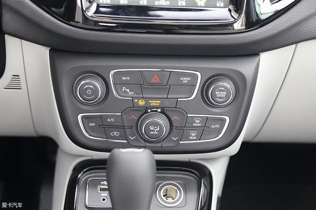 广汽菲克Jeep指南者200T家享版配备有双区恒温自动空调系统.-推高清图片