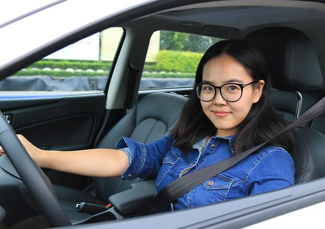 老司机总结:看倒车影像和看后视镜相比